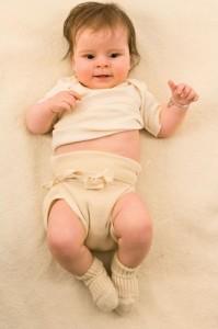 Un bimbo con indosso un ciripà (fonte immagine: http://goo.gl/1BHcVG)