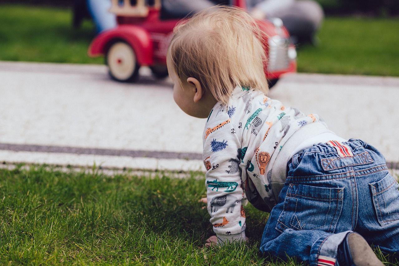 Quando Inizia A Gattonare Neonato gattonare è importante? ecco perché andare a gattoni aiuta