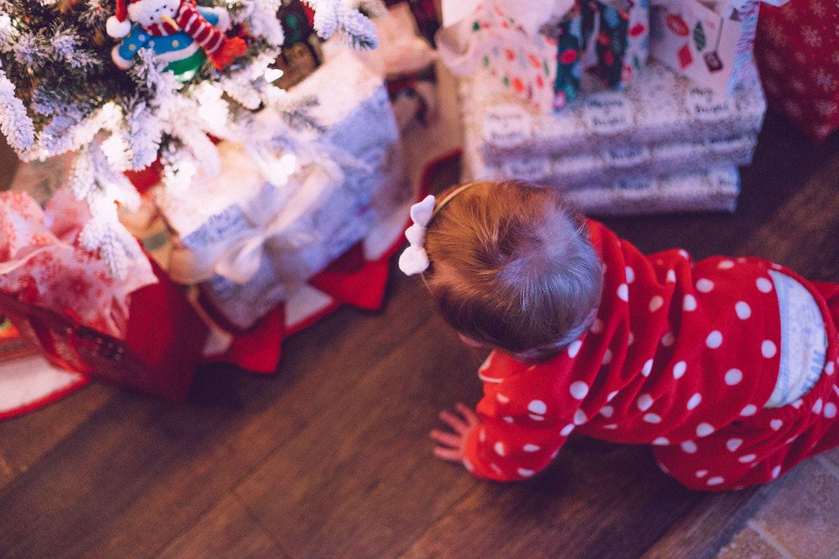 Bambini Che Scartano I Regali Di Natale.Regali Di Natale Per Bambini Da 0 3 Anni Idee E Consigli